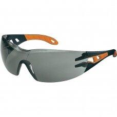 Apsauginiai akiniai Uvex Pheos pilka linze, supravision excellence padengimas, juodos/oranžinės kojelės. Supakuota mažmeninėje kartoninėje dėžutėje 1 vnt